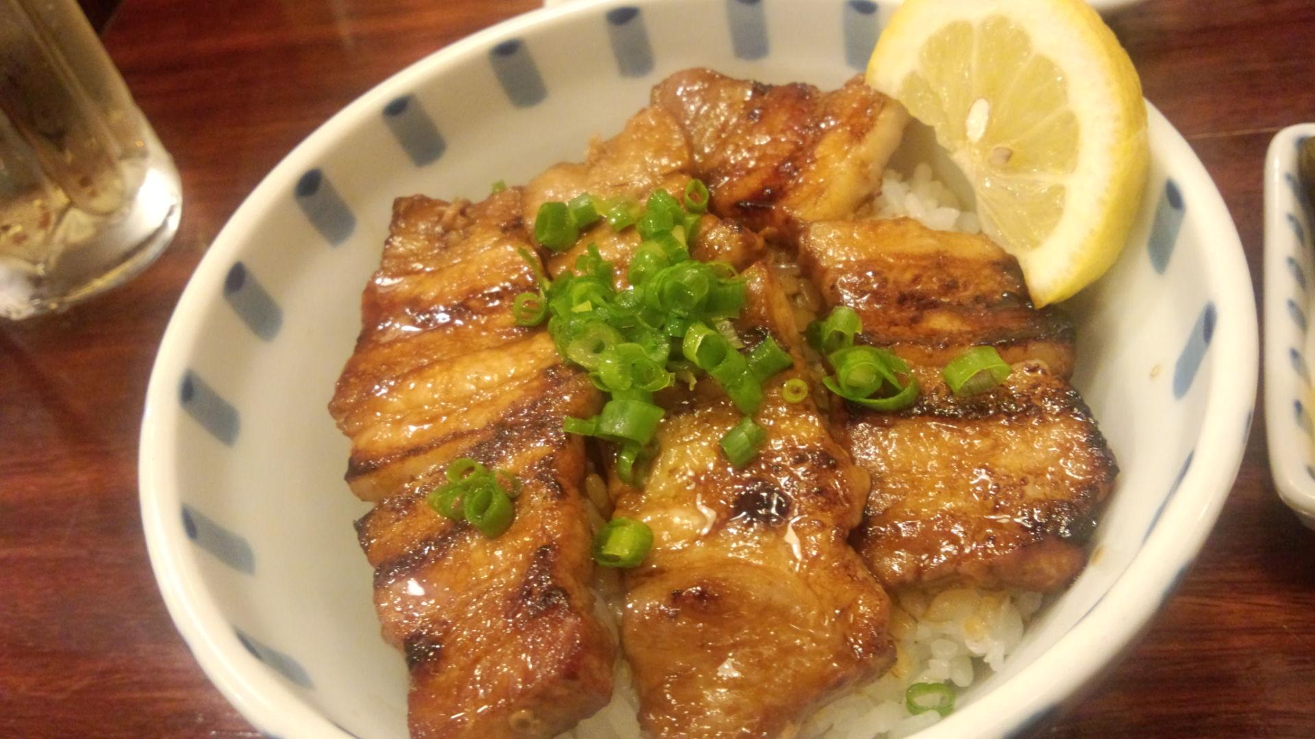 ガッツリ食べたい日にはコレ!スタミナ満点!豚バラ丼のレシピまとめのサムネイル画像