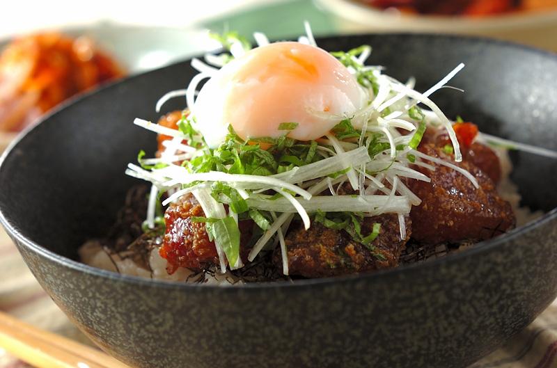 明日への力をチャージしよう!!パパッと時短で大満足の簡単夜ご飯丼♪のサムネイル画像