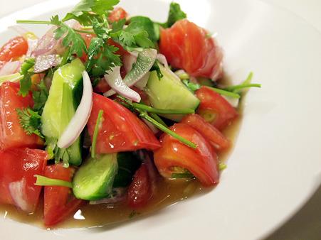 きゅうりとトマトを使ったさっぱり簡単おいしいレシピを紹介のサムネイル画像