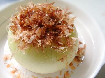 玉ねぎを丸ごと使用!?インパクトのある玉ねぎ丸ごとレシピ5選のサムネイル画像