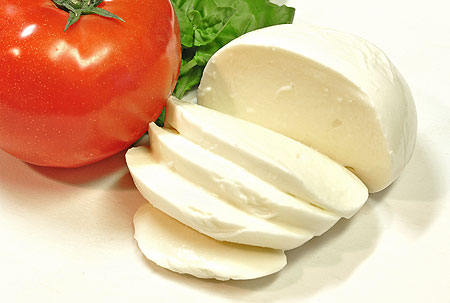 おもてなしにも!モッツァレラチーズを更に美味しくする食べ方5選のサムネイル画像