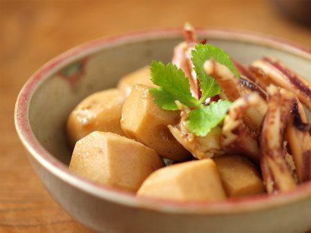 和食の定番!とろ~り美味しい里芋の煮物のおすすめレシピ5選のサムネイル画像