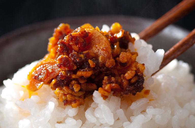 ぴりっと旨辛♪食べるラー油のレシピ4選と活用レシピまとめ!のサムネイル画像
