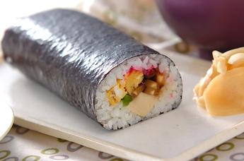 お祝いごとは巻き寿司でパーティ!家族で楽しく巻き寿司レシピのサムネイル画像