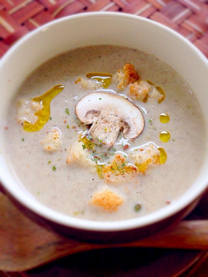 見た目もかわいいきのこのマッシュルームおすすめスープレシピ5選!のサムネイル画像