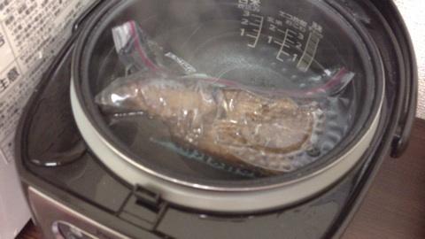 炊飯器でローストビーフ?!このレシピならできちゃうんですよ!のサムネイル画像