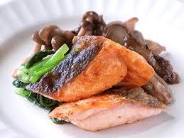 鮭ときのこは相性抜群!食べ方いろいろ♪鮭ときのこのおすすめレシピのサムネイル画像