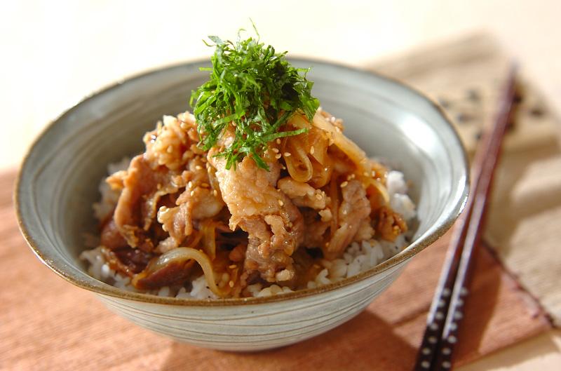ご飯がどんどんすすむ♪子供が喜ぶ豚肉を使ったどんぶりレシピ5選のサムネイル画像