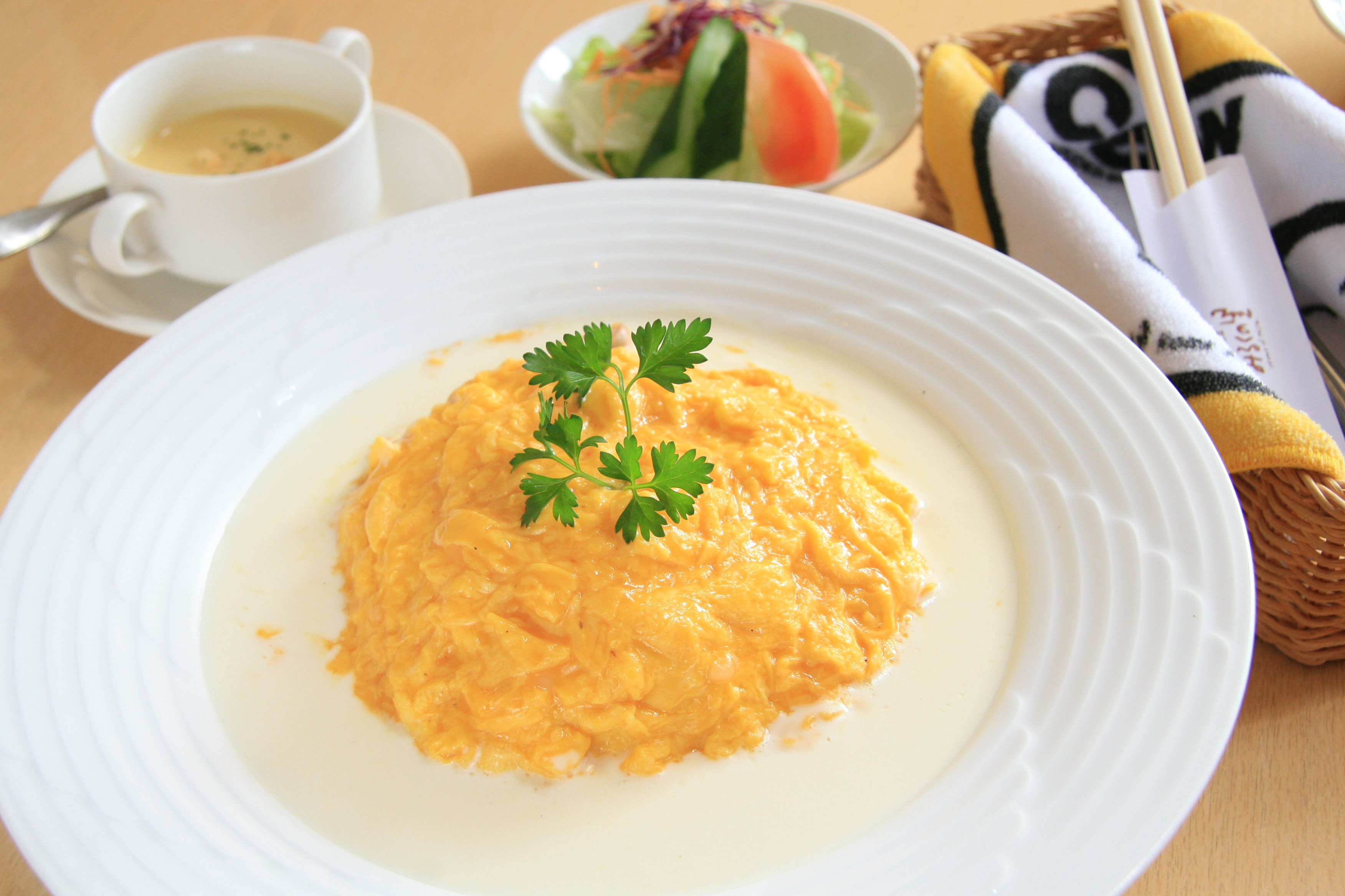 今夜の夕ご飯にも♡ホワイトソースのオムライスレシピまとめのサムネイル画像