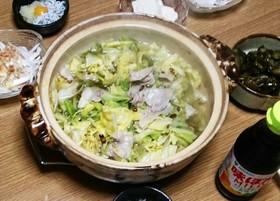 野菜がたっぷり!キャベツと豚肉を使った美味しい鍋レシピ5選のサムネイル画像