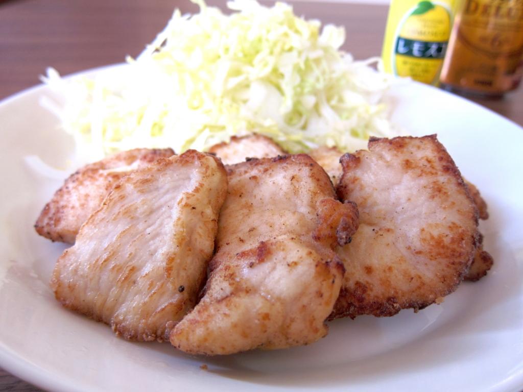 とてもあう2つ!鶏胸肉の旨みを最大限に引き出す塩麹を使ったレシピのサムネイル画像