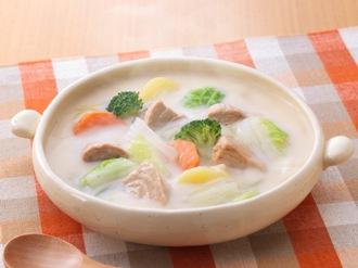 寒い季節におすすめ!白菜のあったか美味しいシチューのレシピ5選のサムネイル画像