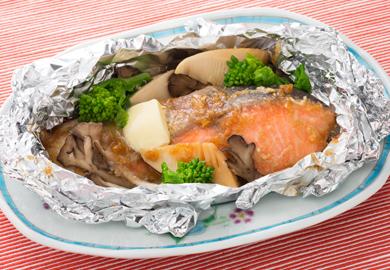 今晩のおかずに!美味しい鮭のホイル焼きレシピおすすめ5選のサムネイル画像