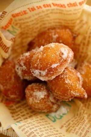 こんなに簡単だったんだ!ホットケーキミックスで作るドーナツレシピのサムネイル画像