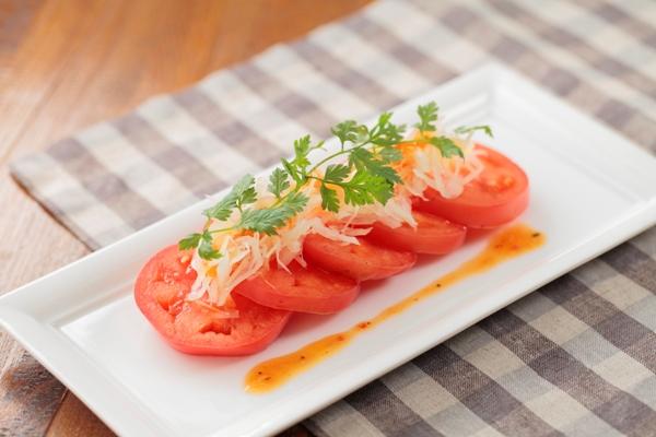 食卓華やぐ♪トマトと玉ねぎの美味しいサラダのおすすめレシピ♪のサムネイル画像