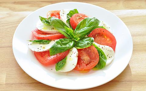 旬のトマトを使って美味しい前菜を♪トマトのカプレーゼのレシピ集♪のサムネイル画像