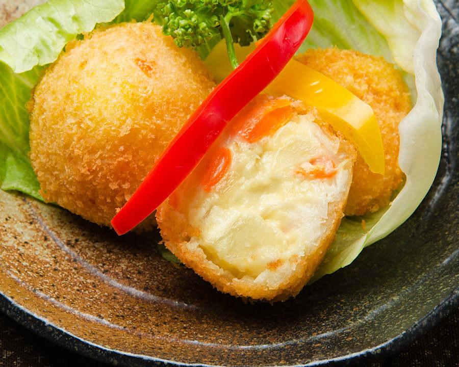 美味しくリメイクも♪ポテトサラダコロッケのおすすめレシピ♪のサムネイル画像