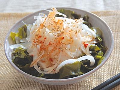 春限定の新玉ねぎ。新玉ねぎは生で食べられるサラダが断然おすすめ!のサムネイル画像