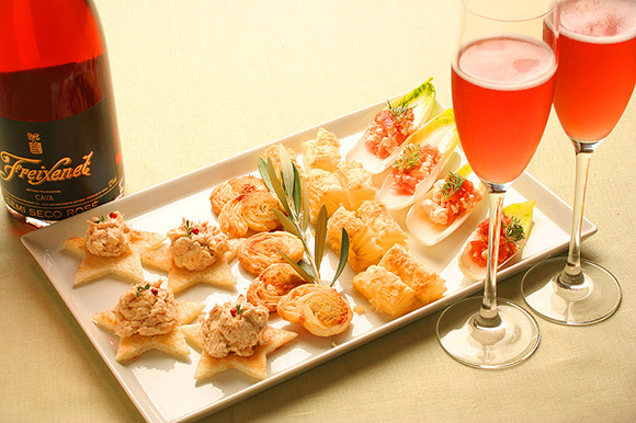 今日は家飲み♪チーズで作る簡単美味しいおつまみレシピをご紹介♪のサムネイル画像