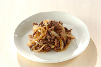 どんな食材でも相性抜群!たっぷりの玉ねぎで作るの炒め物レシピ5選のサムネイル画像