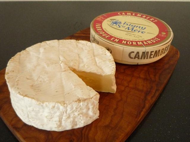 チーズ界のマルチタレント カマンベールチーズの定番・意外な食べ方のサムネイル画像