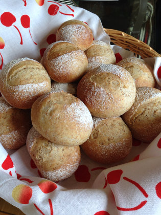 ビタミン豊富!栄養たっぷり全粒粉でナチュラルなパンを作ろう♪のサムネイル画像