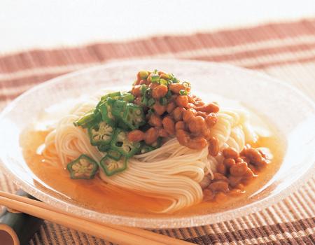 ねばとろパワーで夏を乗り切る!そうめんと納豆で作る簡単レシピのサムネイル画像