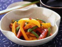 彩り抜群!おもてなしやお弁当におすすめピーマン&パプリカのレシピのサムネイル画像