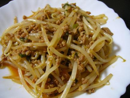 もやしとひき肉でスタミナ満点の料理を作って楽しみましょう!のサムネイル画像
