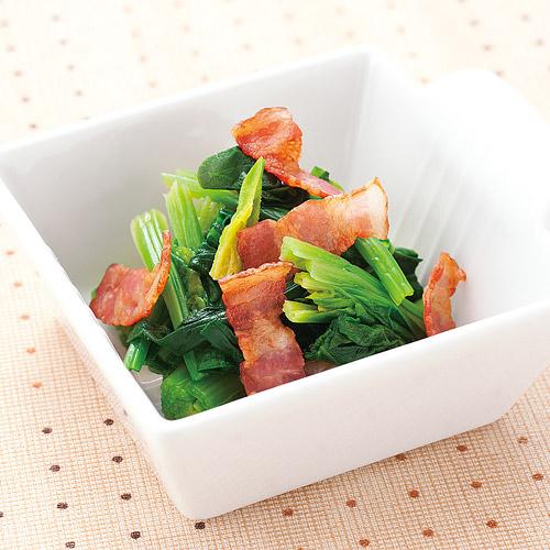 青菜が苦手な人でも食べたくなる、ほうれん草とベーコンの絶品レシピのサムネイル画像