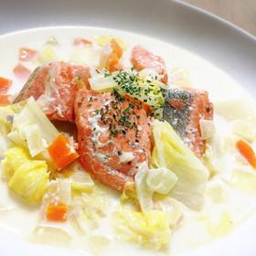 お酒のおつまみや主菜のおかずにも!鮭と白菜を使った人気レシピ4選のサムネイル画像