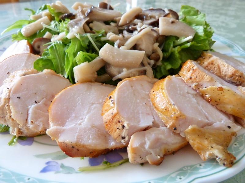 大人気!今、話題の鳥ハムの作り方とおいしい食べ方を徹底調査!のサムネイル画像