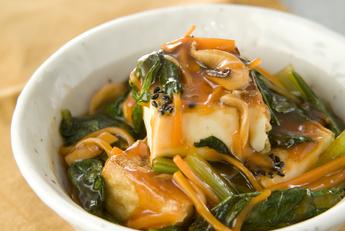 カルシウム摂取の超優等生。小松菜と厚揚げの美味しいレシピです。のサムネイル画像