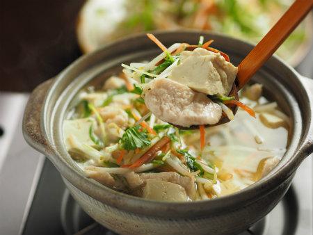 ダイエットの強い味方!鶏胸肉を使った鍋の絶品人気レシピ特集!のサムネイル画像