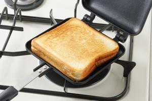 ホットサンドメーカーは直火タイプがこんがり美味しく仕上がります。のサムネイル画像