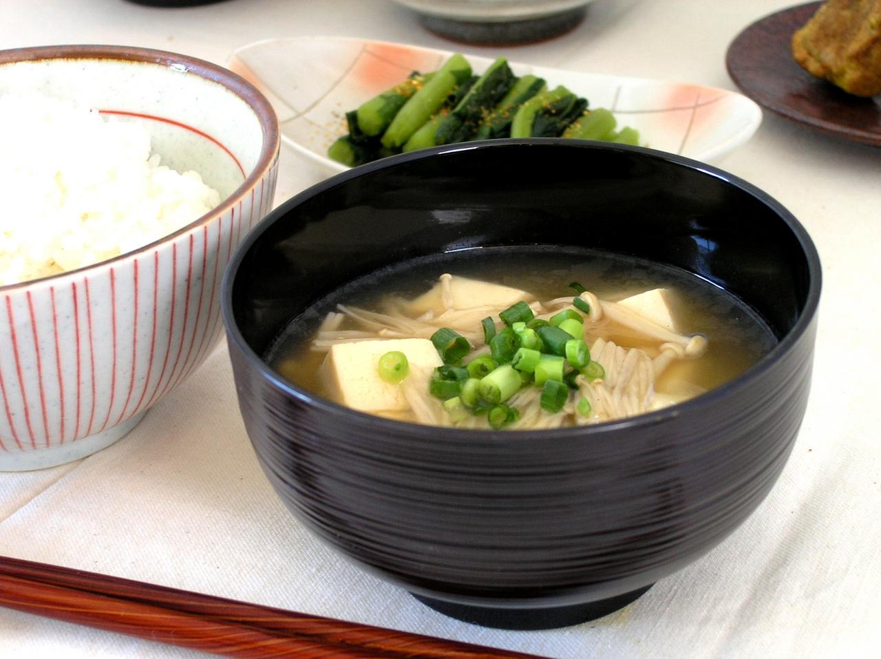 【基本のおさらい】お味噌汁の作り方【お手軽バージョンも♪】のサムネイル画像