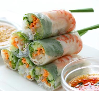 肉系から海鮮まで!サッパリおいしい生春巻きのおすすめレシピ5選!のサムネイル画像