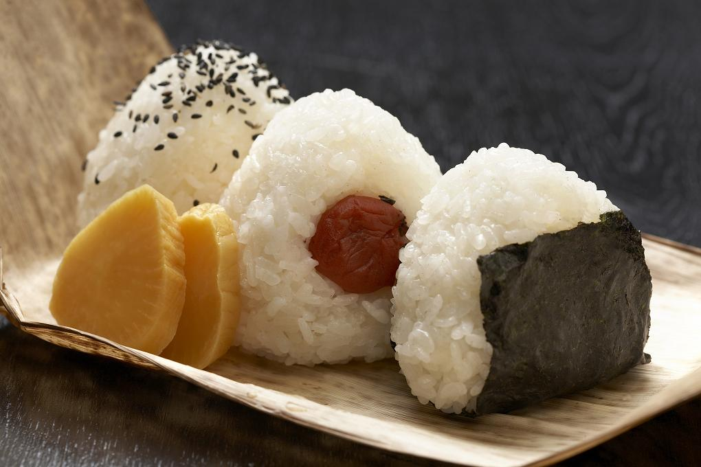 これが、日本のソウルフード! 人気おにぎり、とっておきレシピ のサムネイル画像