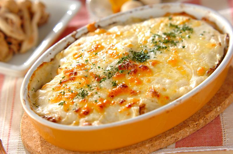 アツアツで美味しい!チーズとろけるおすすめグラタンレシピを紹介!のサムネイル画像