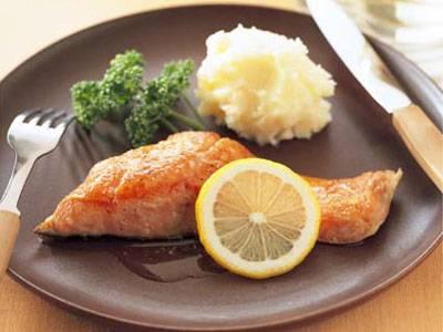 バターの香りが食欲そそる!鮭のムニエルの作り方をご紹介します!のサムネイル画像