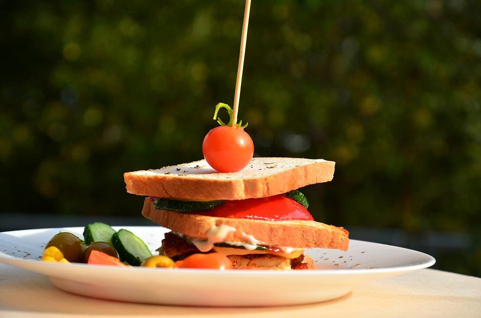 アウトドアに、おうちでランチに、美味しいサンドイッチの作り方!のサムネイル画像