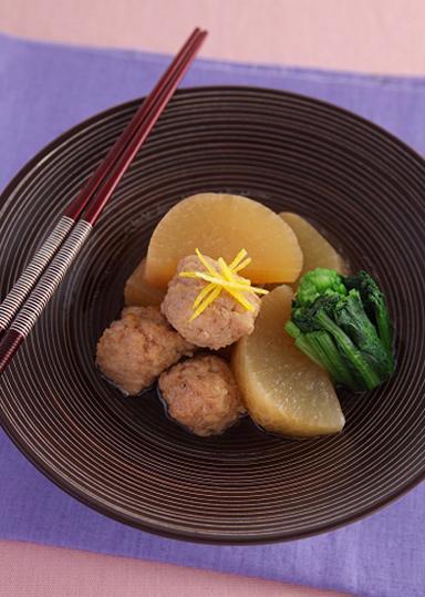鍋料理だけじゃない!いろいろ使える鶏団子の絶品レシピ5選のサムネイル画像