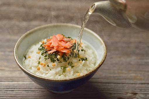 いつでも食べたい!サラサラ食べられるおすすめお茶漬けレシピ5選!のサムネイル画像