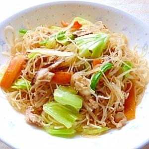 栄養価が高いビーフンを野菜と一緒に食べましょう!レシピをご紹介のサムネイル画像
