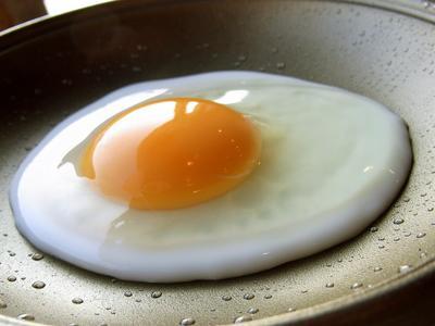誰にでもできる!簡単に作れる絶品目玉焼きレシピをご紹介!のサムネイル画像