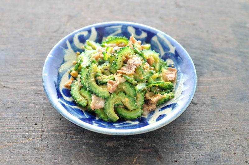 ビタミンCたっぷり!ゴーヤーの栄養がしっかり摂れるレシピまとめのサムネイル画像