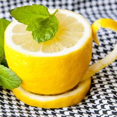 暑い夏にぴったり☆爽やかな自家製レモネードのおいしいレシピのサムネイル画像