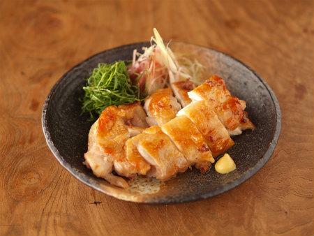メニュー選びに迷ったら!万能食材の鶏肉レシピで今夜は決まり!のサムネイル画像