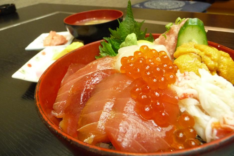 新鮮な魚介類をたっぷり食べよう!家でもできるおすすめ海鮮丼レシピのサムネイル画像