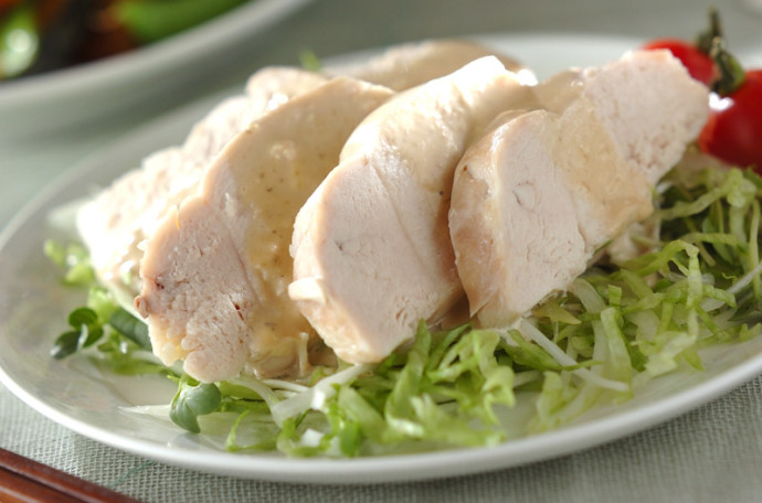 作り置きして飽きずに食べよう!蒸し鶏のアレンジレシピ5選のサムネイル画像